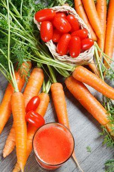 Succo di carota e pomodoro per un'abbronzatura perfetta