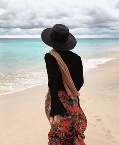 Image about beach in hijab by zeyneb on We Heart It – travel outfit summer Hijab Fashion Summer, Modern Hijab Fashion, Muslim Fashion, Dress Fashion, Hijab Outfit, Outfit Strand, Beach Ootd, Outfit Beach, Beach Casual