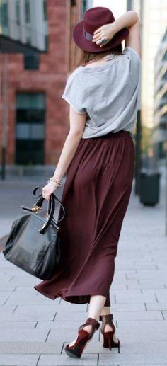 Que tal una falda de color marsala espectacular