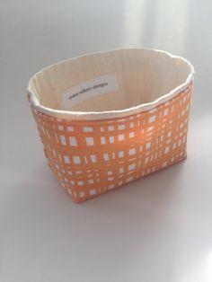 Einfach liebenswert wenig Lagerplatz ~ mein Bestseller!  So viele Anwendungen! Teebeutel ~ Thread ~ Stoffknöpfe ~ Armbänder ~ Schlüssel ~ Nüsse ~ kleine Spielzeug ~ Make-up ~ Limetten ~ Q-Tipps ~ Baumwolle Bälle ~ Buntstifte ~ Süßigkeiten ~ Kleidung, Stifte usw. usw..  Frisch Baumwollgewebe in Creamsicle Farbe - mit natürlicher Baumwolle Canvas ausgekleidet. Bin zum Verkauf ist in den ersten 3 Fotos. Zuletzt geben Sie 2 Fotos andere Verwendung-Ideen.  Größe ca.: L 5 1/2 x 4 W x 3 1/...