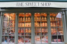 The Old Fashioned Sweet Shop in Burford - Changmoh Old Fashioned Sweet Shop, Old Fashioned Candy, Candy Store Design, Old Sweets, Old Candy, Bakery Design, Vintage Candy, Soda Fountain, Candy Shop