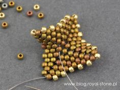 Dracconis – smocze kolczyki – tutorial   Royal-Stone blog Handmade Beaded Jewelry, Beaded Jewelry Patterns, Beading Patterns, Bead Jewellery, Bead Earrings, Super Duo Beads, Peyote Beading, Beadwork, Slippers