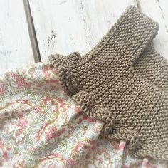 This Pin was discovered by Olg Baby Knitting Patterns, Knitting For Kids, Baby Patterns, Hand Knitting, Crochet Patterns, Crochet Yoke, Crochet Girls, Cotton Crochet, Baby Cardigan