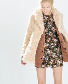 Стуткај те се оваа зима со бунди во боја од вештачко крзно | Зара