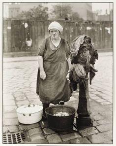 August Sander 'Washerwoman', c. 1930, printed 1990 © Die Photographische Sammlung/SK Stiftung Kultur - August Sander Archiv, Cologne; DACS, London, 2014.