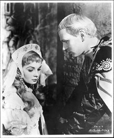 Jean Simmons and Laurence Olivier in Hamlet, 1948.