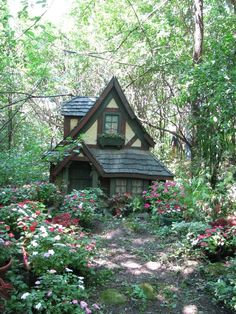 Isn't this adoreable? I want one. Wondering if it has plumbing? Call The Title Lady to find out! 443-677-2935