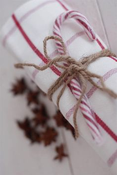 Red & white cloth napkin + twine + a candy cane