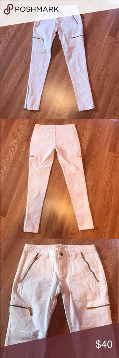 """Michael Kors Skinny Jeans Great condition. No flaws. White skinny with gold zippers at the bottom ankle, thighs & top pockets. 97% cotton 3% spandex. Inseam 28"""" Size 2 Michael Kors Jeans Skinny"""