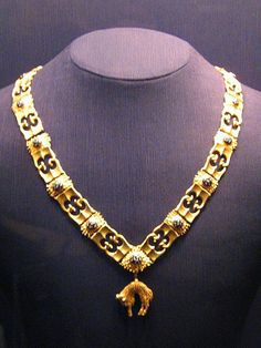 Chain of the Order of the Golden Fleece (shown in the Schatzkammer in Vienna). Upon the collapse of the Austrian monarchy after WWI, King Alfonso XIII of Spain took possession of the property of the Order on behalf of the dethroned emperor, Charles I of Austria. Sovereignty remains with the head of the house of Habsburg, which was handed over in 2007 by Otto von Habsburg to his eldest son, Karl von Habsburg.