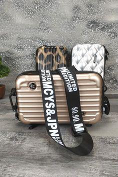 Τσαντάκι βαλιτσάκι 'Check In' Μπεζ Womens Purses, Women Bags, Pool Slides, Sandals, Shoes, Fashion, Ladies Bags, Moda, Zapatos