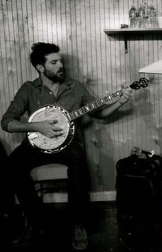 Never have I seen a man with a banjo look so damn fine. Scott Avett, I wanna have your babies.