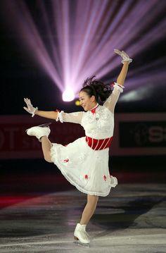 Mao Asada / 浅田真央: #FigureSkater #Japan : #FigureSkating #MaoAsada #GoMao #MaoFight Ice Skating, Figure Skating, Japanese Figure Skater, Japanese Girl, Gymnastics, Athlete, Costumes, Concert, Lady