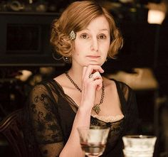 Edith Crawley Is the New Carrie Bradshaw and More Predictions on Downton Abbey Season 4 Downton Abbey Characters, Downton Abbey Costumes, Downton Abbey Fashion, Edith Crawley, Laura Carmichael, Peinados Pin Up, Executive Fashion, Lady Mary, Carrie Bradshaw