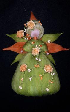 Frühlingsbote  Fee aus Märchenwolle Waldorf/Jahreszeitentisch inspiriert Felt Crafts, Diy And Crafts, Arts And Crafts, Waldorf Crafts, Craft Corner, Cute Pins, Fairy Dolls, Felt Dolls, Felt Art