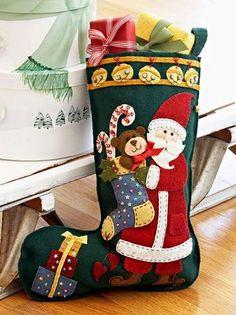 Esta botinha do papai Noel de feltro é simpática e ótima opção de item decorativo para Natal (Foto: Divulgação)