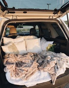 sleepover with boyfriend Travel Couple Goals Friends Ideas Summer Goals, Summer Fun, Car Dates, Movie Dates, Fun Sleepover Ideas, Sleepover Party, Party Fun, Cute Date Ideas, 31 Ideas