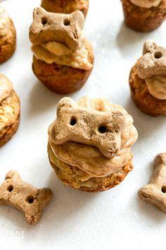 EASY Dog Cupcakes aka PUPCAKE recipe! • The Simple Parent Cupcakes For Dogs Recipe, Dog Cake Recipes, Dog Cupcakes, Dog Treat Recipes, Dog Food Recipes, Baking Recipes, Diy Dog Treats, Homemade Dog Treats, Healthy Dog Treats
