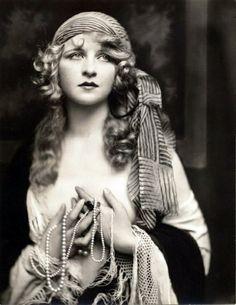 1920s Makeup Anita Page Boudoir Doll Pinterest.com
