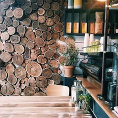 Visually enticing interiors that we often become oblivious to. @carmina & @rchardla #coffeeshopcorners