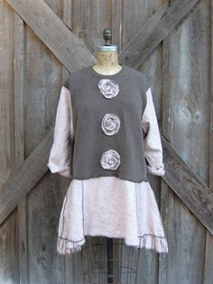 upcycled sweater and linen por linenclothing