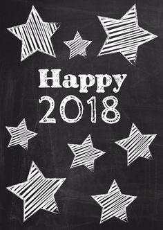 Happy New Year met jaartal zwart schoolbord met witte krijt sterren