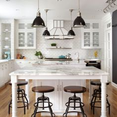 """Inspired by the homeowner's love of European travel, the kitchen uses a mix of materials and finishes to create symmetry. Paired marble islands take advantage of the depth of the room."" 😍😍😍 📷 Griffin Designs More inspiration on our website: 😊 Kitchen Cabinets And Countertops, Black Kitchen Cabinets, European Kitchens, Black Kitchens, Aqua Kitchen, Kitchen Decor, Kitchen And Bath Design, Hacks, The Ranch"
