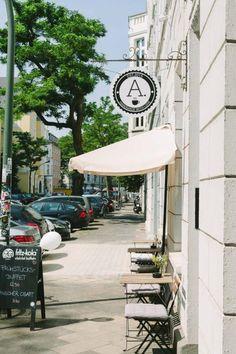 Düsseldorfer Restaurants und Bars - hier Café Anni.  2-Zimmerwohnung in Düsseldorf.  #CaféAnni #Düsseldorf #2ZimmerWohnung