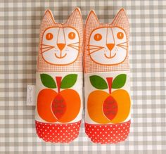 70s Apple Fabric Cats £17  ANYONE WHO GETS ME THESE BEAUTIFULLY SNUGGLY LITTLE GUYS WILL BE MY FAVORITE PERSON FOR... EVER.