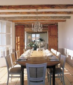 love the wooden beams
