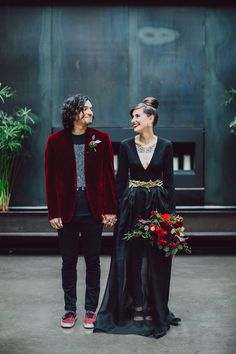 This unique Halloween wedding inspiration has totally put a spell on us. From noir bridal gowns to waxy flowers moody wedding decor is a no brainer for a celebration this time of year! Is this burgundy velvet groom jacket even real life? Wedding Dress Tumblr, Black Wedding Gowns, Gothic Wedding, Wedding Suits, Wedding Couples, Dream Wedding, Hip Wedding, Edgy Wedding, Wedding Tuxedos