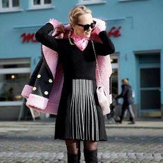 All dressed up! La fashion influencer Kate Glitter sceglie dettagli colorati per reinterpretare il vestito in maglia Stefanel. Nero con inserti e cuciture a contrasto, è un capo senza tempo per giocare tra femminilità ed eleganza informale. #stefanelvigevano #stefanel #vigevano #lomellina #piazzaducale #looks #skirt #models #instamodels #photo #picture #instalook #instamoda #fashion #trendy #saldi #sale