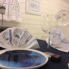 Mina Sisu servetter tillsammans med Marimekko tallrik och Iitala glas.