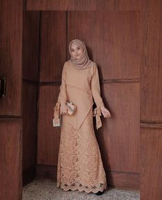 Trendy Dress Brokat Syari Source by madamalaa brokat Hijab Gown, Kebaya Hijab, Hijab Dress Party, Hijab Style Dress, Kebaya Dress, Kebaya Muslim, Muslim Dress, Dress Outfits, Hijab Outfit