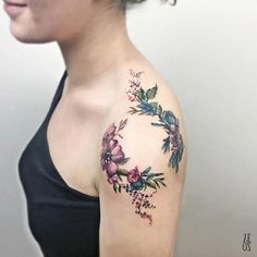 Aquarell Blume Schulter Tattoo für Frauen - 55 Awesome Shoulder Tattoos Watercolor flower shoulder tattoo for women - 55 Awesome Shoulder Tattoos. Tattoo Hals, Arm Tattoo, Body Art Tattoos, Tribal Tattoos, Stomach Tattoos, Rose Tattoos, Armband Tattoo, Dragon Tattoos, Neck Tattoos