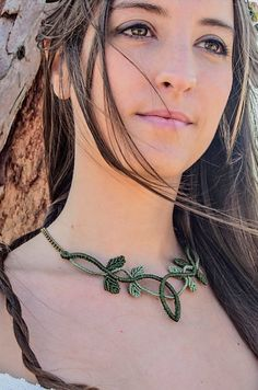 Items similar to Macrame necklace, elven fairy gypsy hippie boho bohemian. With leaves. Celtic and faery estyle in green. Tree of life, psy. on Etsy ]Source by chiisu Collar Macrame, Macrame Colar, Macrame Art, Macrame Projects, Macrame Necklace, Macrame Jewelry, Macrame Bracelets, Diy Necklace, Leaf Necklace