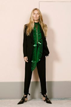 Petar Petrov Spring 2019 Ready-to-Wear Fashion Show Collection: See the complete Petar Petrov Spring 2019 Ready-to-Wear collection. Look 1 Sport Fashion, Fashion Outfits, Womens Fashion, Ladies Fashion, Vogue Russia, Happy Women, Vogue Fashion, Fashion Show Collection, Ready To Wear