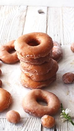 These Homemade Glazed Doughnuts are fluffy soft and a doughnutlovers dream Just 11 ingredients and completely made from scratch 45 minutes rising time Baking Recipes, Snack Recipes, Dessert Recipes, Dinner Recipes, Salad Recipes, Delicious Desserts, Yummy Food, Tasty, Sweet Desserts