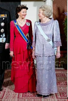 Amsterdam Princess Beatrix with Queen Silvia pose for the media at the statebanquet at the Koninklijk palace in Amsterdam 4/4/2014