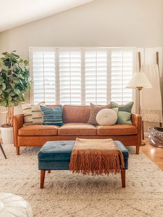 Blue And Orange Living Room, Earthy Living Room, Teal Living Rooms, Living Room Color Schemes, Living Room Green, Blue Rooms, Boho Living Room, Living Room Colors, Living Room Designs