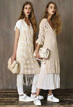 Fabulous Crochet a Little Black Crochet Dress Ideas. Georgeous Crochet a Little Black Crochet Dress Ideas. Fashion 2017, Look Fashion, Fashion Outfits, Fashion Beauty, Latest Fashion, Fashion Trends, Knitwear Fashion, Crochet Fashion, Barbie Mode