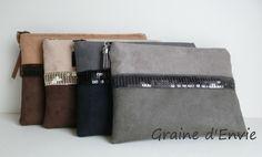 pochettes-en suedine-et-paillettes-graine-d-envie Bag Patterns To Sew, Sewing Patterns, Purses And Handbags, Leather Handbags, Diy Sac, Handmade Purses, Creation Couture, Couture Sewing, Leather Flowers