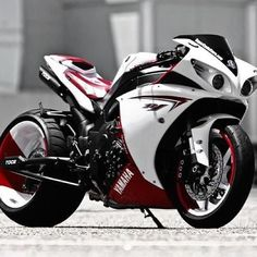 Custom R1 Yamaha- If I knew how to drive a motorcycle I would totally drive…