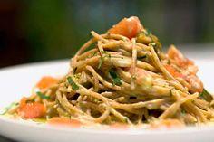 Espaguete integral com salsinha e abóbora