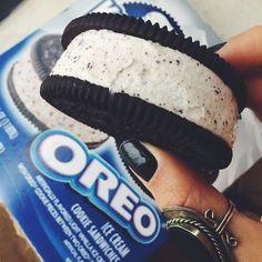 Ice-Cream oreo cookie sandwhich
