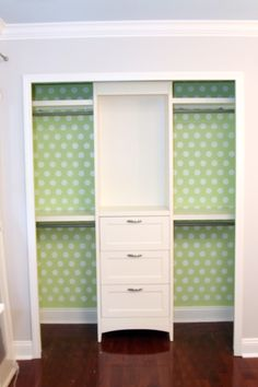 This closet is gorgeous.  I think I am in love with the green, and with the polka-dots.