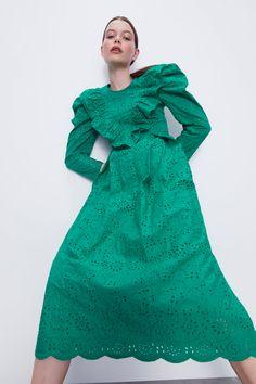 KLEID MIT LOCHSTICKEREI | ZARA Österreich Long Balloons, Eyelet Dress, Zara United States, Models, Zara Dresses, Ruffles, High Neck Dress, Cotton, Balloon Sleeves