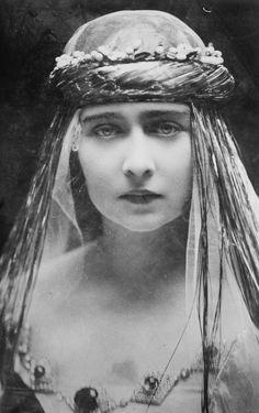 Princess Maria of Romania, future Queen of Yugoslavia, on her 1922 wedding day.