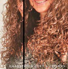 Voor en na krullenknippen, before after. Krullen geknipt bij krullenkapper Haarstudio DUET & friends te Hengelo, hairstyles. Dit is natuurlijk krullend haar, geen permanent en NIET geknipt met de Curlsys methode van Brian Mclean, model is geknipt door krullenkapper, krullenspecialist, allround hairstylist. Marjan van Haarstudio Duet & friends in Hengelo. #curls #kapper #curlygirl #curly #curlyhair #hair #hairstyle #curlyhairstyles #haarstudioduet #curlygirl #beauty #beforeafter #hengelo Curls, Curly Hair Styles, Dreadlocks, Beauty, Dreads, Beauty Illustration, Locs