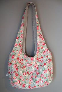 mousehouse: a reversible shoulder bag - Amy's bag pattern but long straps! Hobo Bag Patterns, Diy Sac, Bag Pattern Free, Fabric Bags, Quilted Bag, Sewing Projects For Beginners, Handmade Bags, Bag Making, Purses And Bags